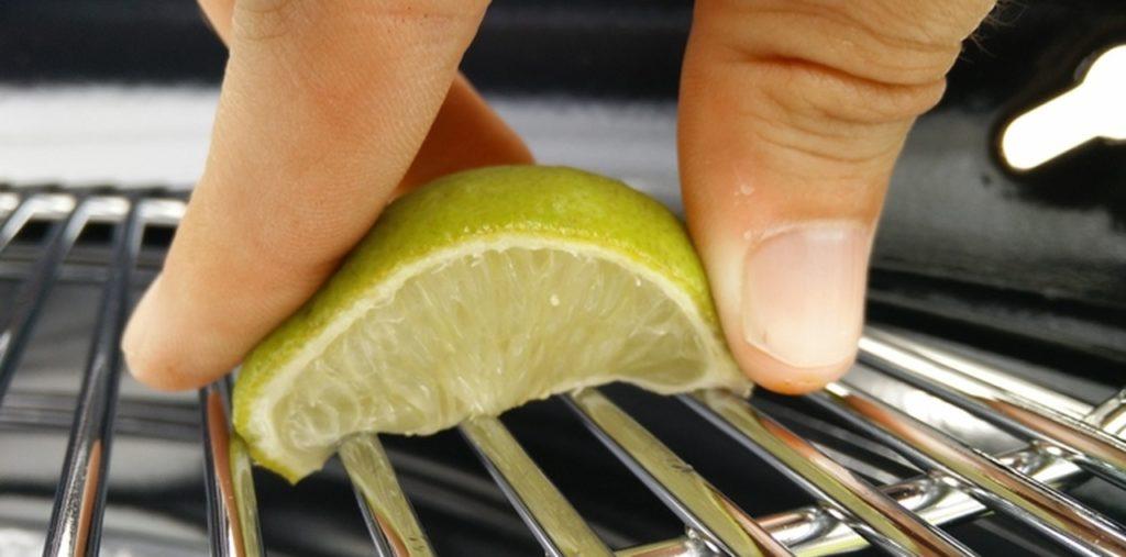 BBQ kuisen met halve citroen